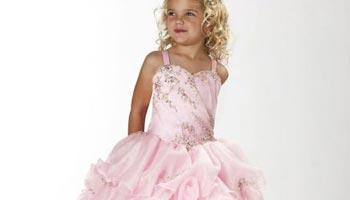 4fa5c28c9ec19 Une robe de cérémonie sur mesure pour petite fille