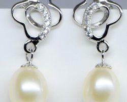 Boucles d'oreilles en perle blanche