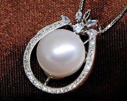 Pendentif en perle blanche/rose/lavande