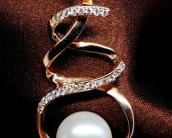 Pendentif en perle blanche