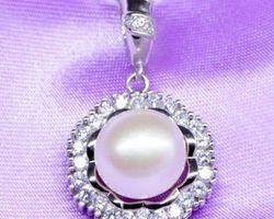 Pendentif en perle blanche/rose