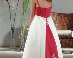Robes pour petite demoiselle d|honneur avec bustier rouge et jupon contrastent
